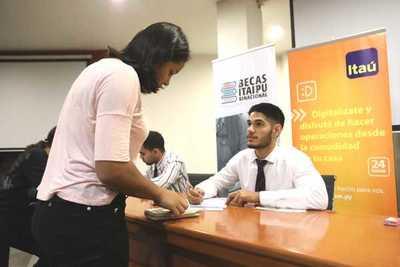 Itaipu inició entrega de tarjeta de cobro a becarios universitarios y técnicos