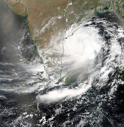 Evacuan a unas 800.000 personas ante la llegada de huracán en la India