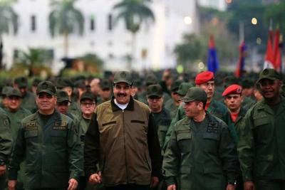Maduro se presenta junto a mandos militares venezolanos en medio de la crisis