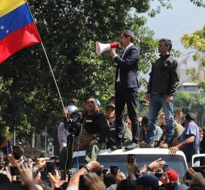 Guaidó vuelve a llamar a paro en Venezuela tras fallido intento