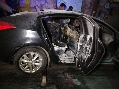 Tortoleros queman auto en el centro de Asunción