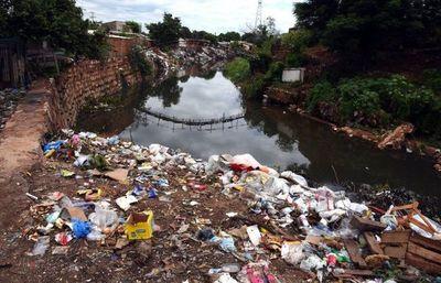 La contaminación, una grave enfermedad que carcome la naturaleza de los arroyos