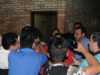 Simpatizante de Kelembu y escrachador, a los golpes en Junta Municipal