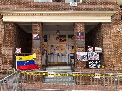 Crisis de Venezuela se siente en su embajada en Washington