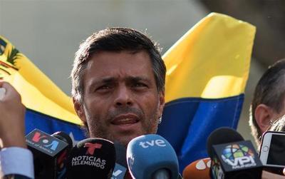 Ordenan detener a Leopoldo López, el opositor a Nicolás Maduro liberado por Juan Guaidó en Venezuela