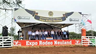 Festejan 25 años de éxito y progreso en la Expo Rodeo Neuland