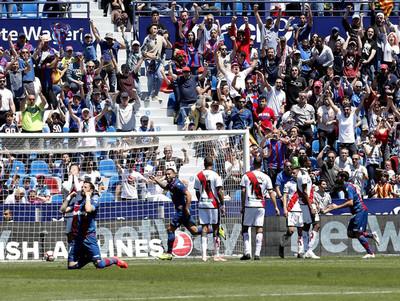 El Levante acaricia la permanencia en La Liga