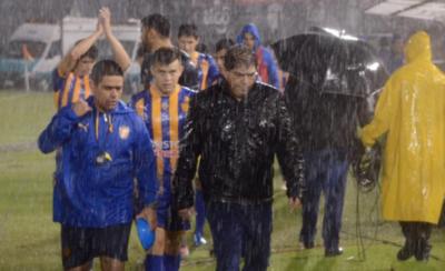 """HOY / La intensa lluvia y Luqueño colaboran para el """"tri"""" decano"""