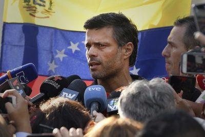Fracasa el intento de derrocar a Maduro