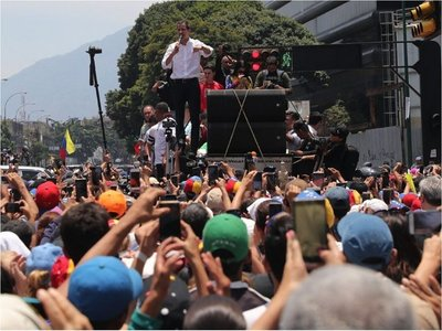 Guaidó dice que  Asamblea Nacional  aprobaría una intervención de EEUU