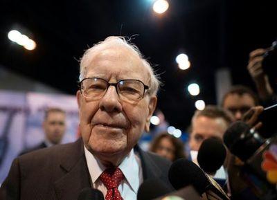 Millonario Warren Buffett da una pista sobre su sucesión