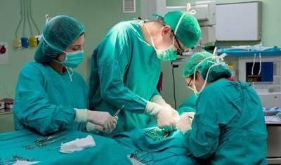 Neurocirujanos de Clínicas extirpan tumor cerebral con paciente despierto