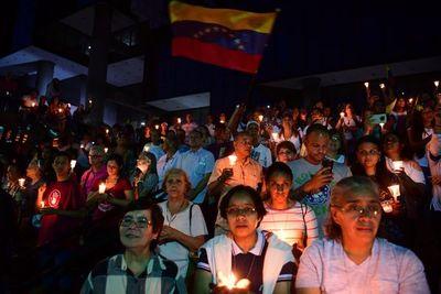 """""""Los necesitamos"""", opositores venezolanos claman apoyo a militares"""