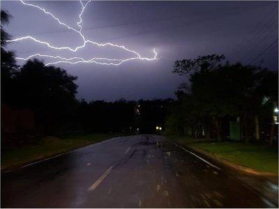 Alerta de lluvias y tormentas para cuatro departamentos del país