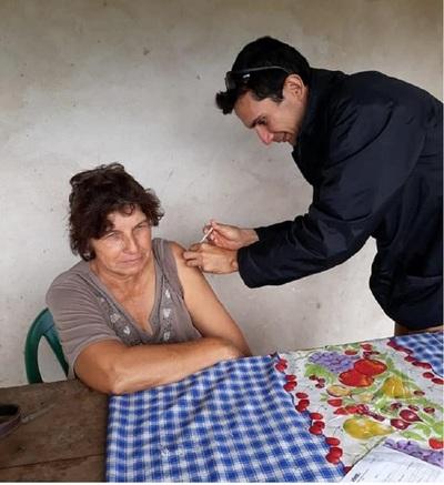Asisten a comunidad de difícil acceso en Ñeembucú