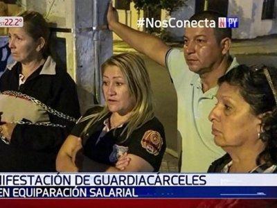 Guardias de cárceles exigen una equiparación salarial