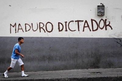 Expulsan de Venezuela a periodista español que documentaba la crisis