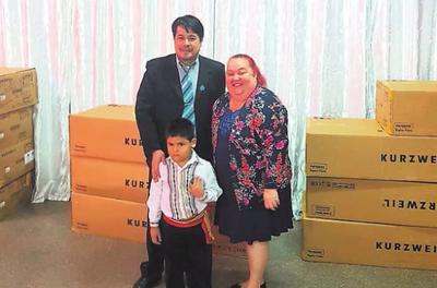 Instituciones reciben donación de pianos