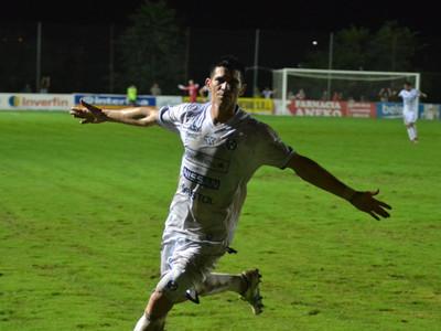 César Villagra marca el mejor gol de la fecha