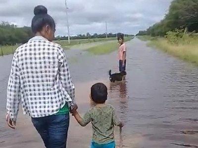 Ayoreos totobiegosode del Chaco, aislados por inundación de caminos