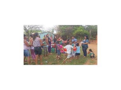 Familiares de Edelio Morínigo agasajaron a niños en su día