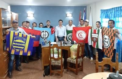 Clubes de la Liga Loreteña reciben camisetas de la Municipalidad