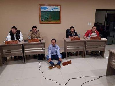 Caazapá: buscan sancionar a Concejal de Tavaí por sesionar en el piso