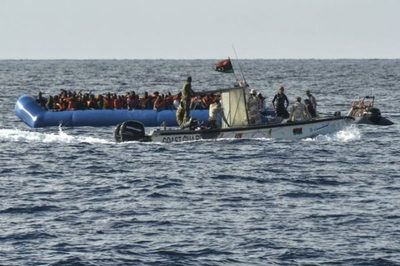 Naufragio de bote frente a la costa de Túnez deja al menos 70 muertos