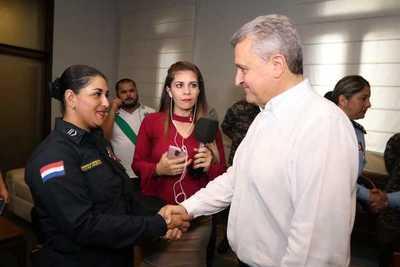 Suboficial recibe reconocimiento del Ministro por evitar gresca callejera