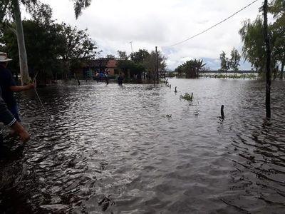 Empezó la evacuación y el traslado a refugios tras inundación en Pilar