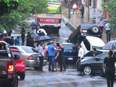 Lluvia causa caos y desnuda en minutos precario desagüe pluvial