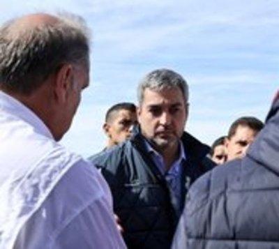 Pilar: Mario Abdo se asegura de que asistencia llegue a inundados