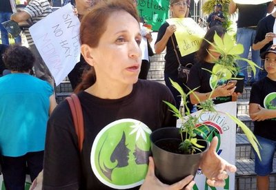 Homenaje a las madres en la plaza Italia
