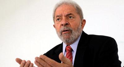 """Bolsonaro es un """"enfermo"""" que pretende resolver problemas con armas, dice Lula"""