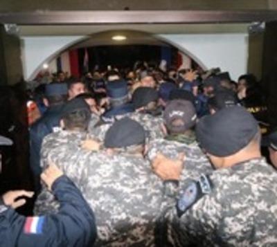 Damnificados por temporal en Pilar piden renuncia del intendente