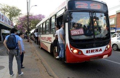 Transportistas presionan con regulada para suba de pasaje