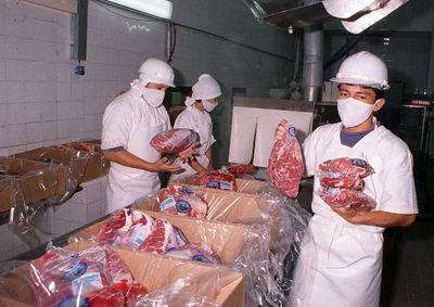 Exportaciones de la soja se redujeron en 24% y de la carne bovina un 12%