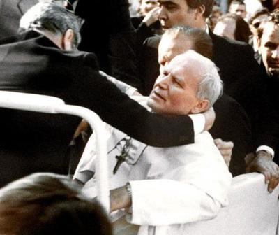 Papa Juan Pablo II fue víctima de atentado