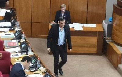 Senado destituye a Víctor Bogado