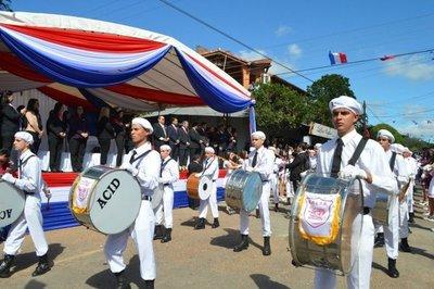 Honraron a la patria con desfile, en San Lorenzo