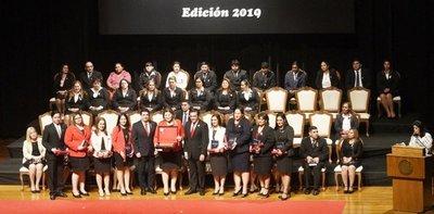 MEC entregó premios a los docentes destacados del país