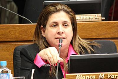 Leve sanción a Blanca Vargas de Caballero por planillera