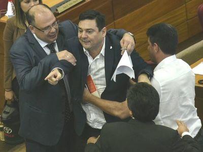 """Buzarquis denuncia """"venganza política"""""""