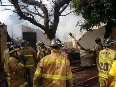 Legislación prohíbe a bomberos recibir de dos fuentes públicas los fondos, dice intendente de Asunción