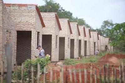 """HOY / Construcción de viviendas, el ministro dice: """"Dejaron cartera  interesante de 6 mil proyectos"""""""