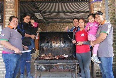 Cinco hermanas mamás te hacen el asadacho