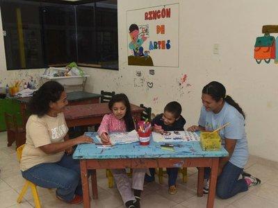 Detrás de sus hijos  fueron capacitadas y hoy son educadoras