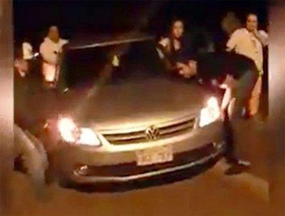Baches destrozaron vehículos en Paraguarí