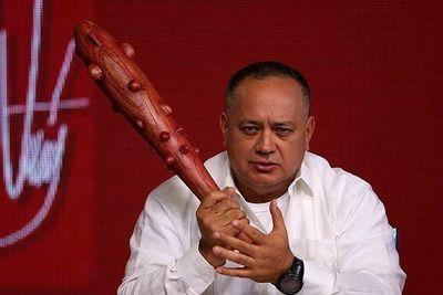 Políticos chavistas hacen el ridículo en supuesto entrenamiento