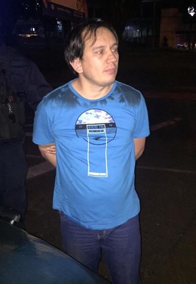 Médico borracho agrede a policías durante control de alcotest en CDE